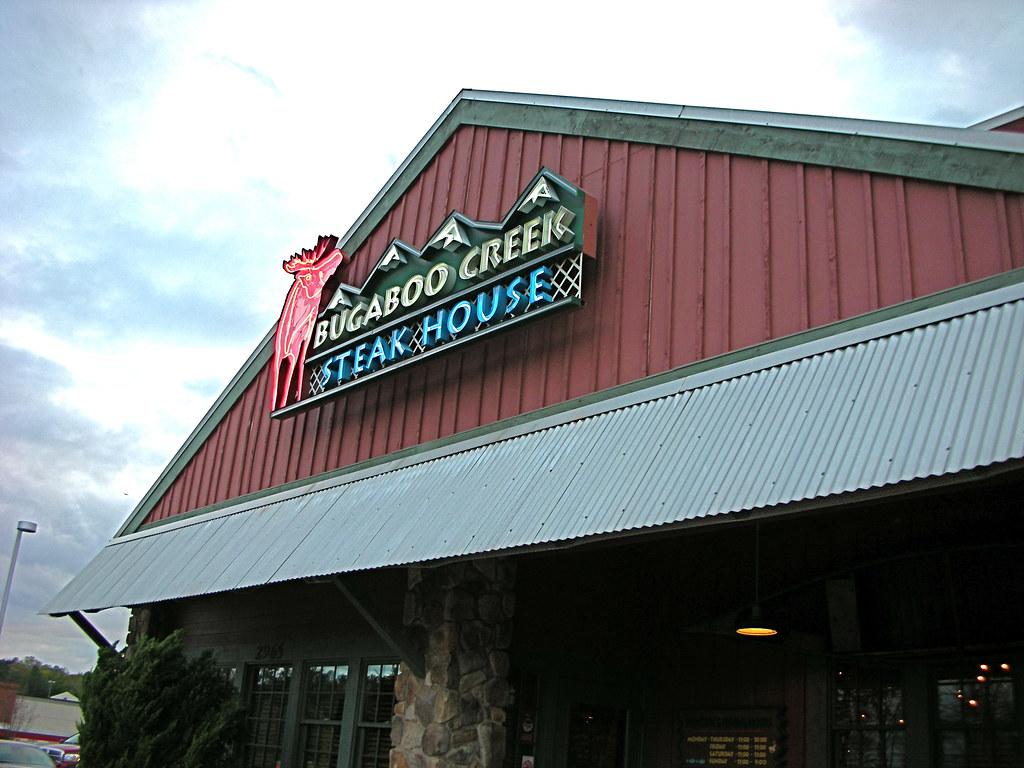 Makan Santai di Bugaboo Creek Steakhouse Kanada